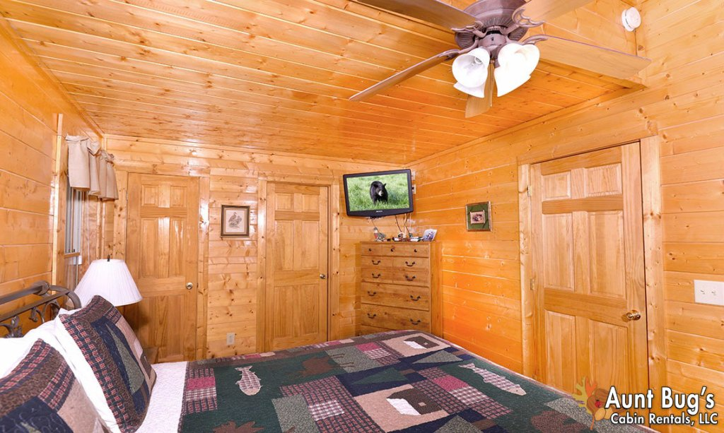 Photo of a Pigeon Forge Cabin named Papa Bear Lodge #565 - This is the eighteenth photo in the set.