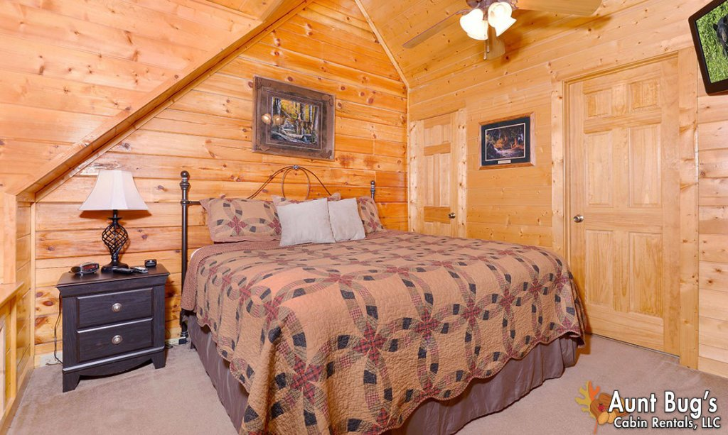 Photo of a Pigeon Forge Cabin named Papa Bear Lodge #565 - This is the nineteenth photo in the set.
