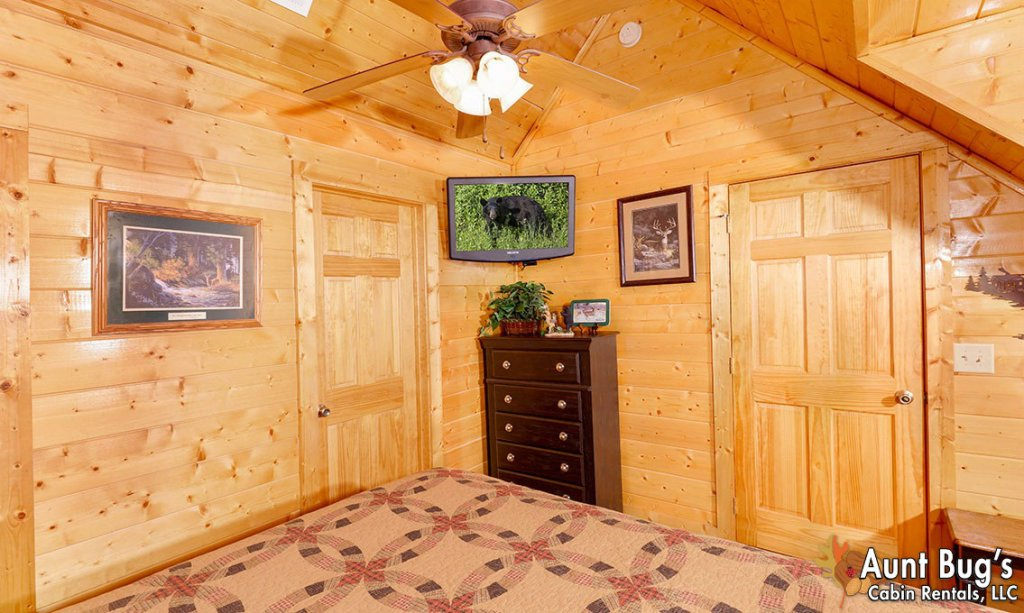 Photo of a Pigeon Forge Cabin named Papa Bear Lodge #565 - This is the seventeenth photo in the set.