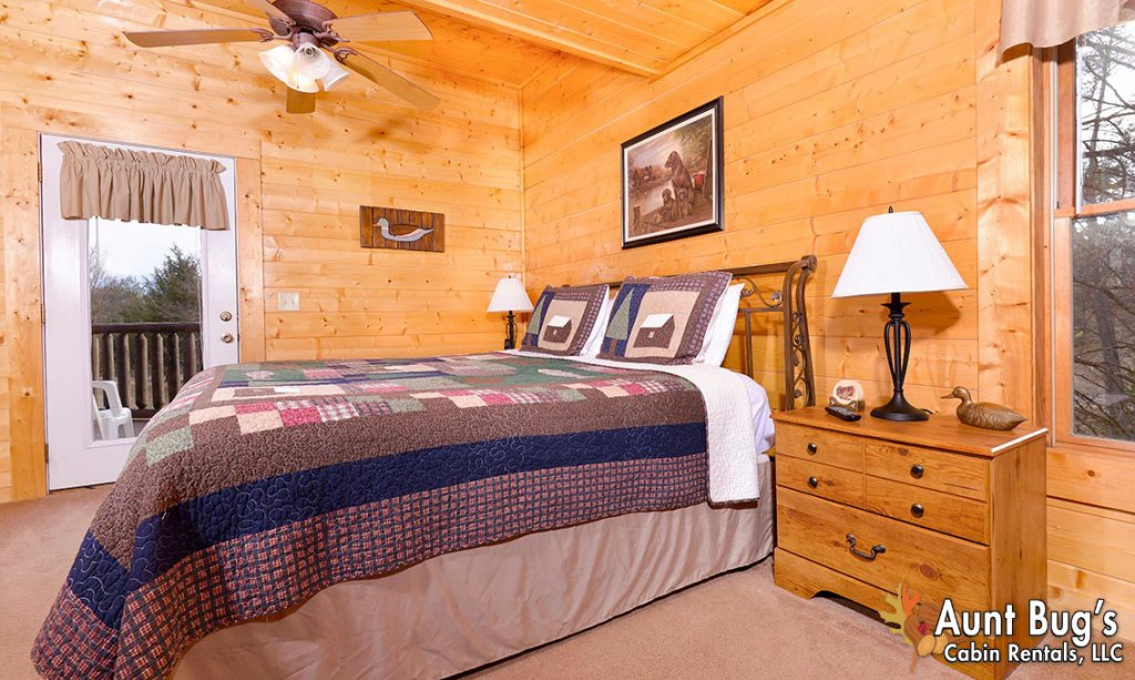 Photo of a Pigeon Forge Cabin named Papa Bear Lodge #565 - This is the sixteenth photo in the set.