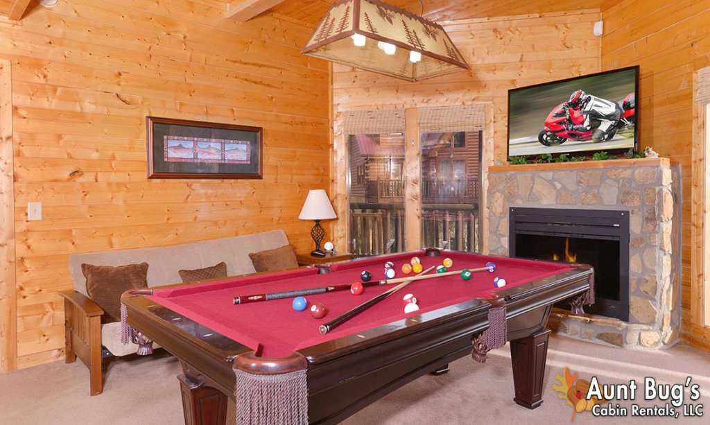 Photo of a Pigeon Forge Cabin named Papa Bear Lodge #565 - This is the fourth photo in the set.