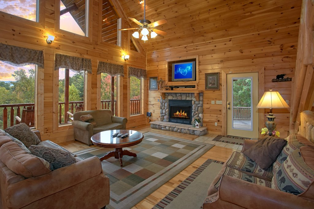 Photo of a Gatlinburg Cabin named Splash Mansion #500 - This is the seventh photo in the set.