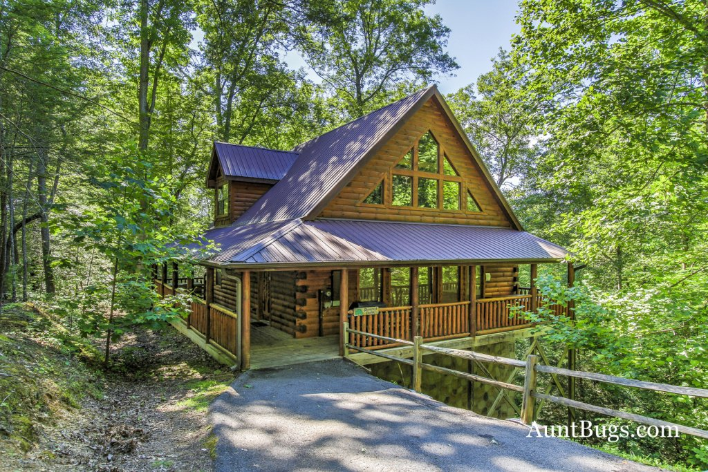 Photo of a Gatlinburg Cabin named Shamrock Lodge #215 - This is the first photo in the set.