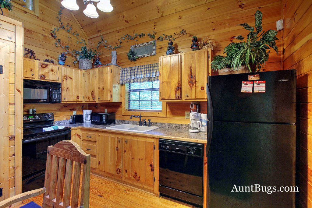 Photo of a Gatlinburg Cabin named Shamrock Lodge #215 - This is the fourth photo in the set.