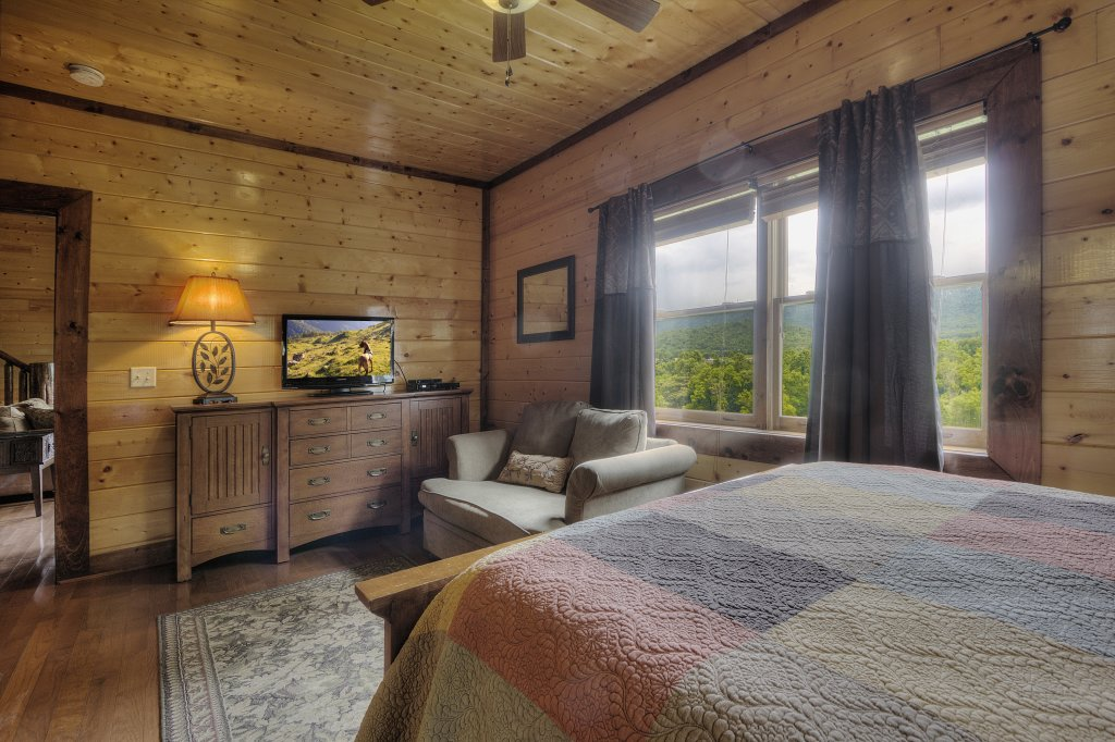 Photo of a Gatlinburg Cabin named Mystical Creek Pool Lodge #600 - This is the thirty-second photo in the set.