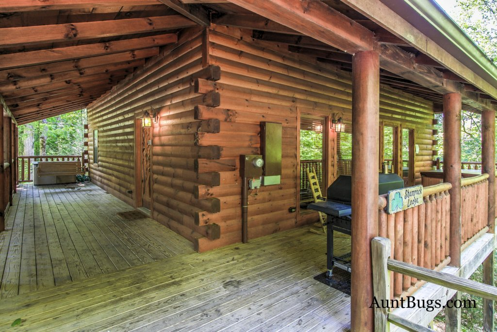 Photo of a Gatlinburg Cabin named Shamrock Lodge #215 - This is the twenty-seventh photo in the set.