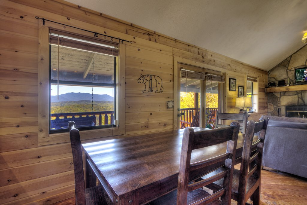 Photo of a Pigeon Forge Cabin named Grandpa Bear's View #233 - This is the forty-second photo in the set.