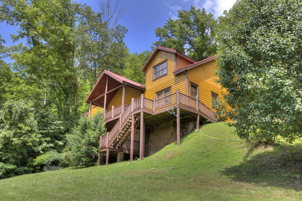 Photo of a Gatlinburg Cabin named Mystical Creek Pool Lodge #600 - This is the twenty-fourth photo in the set.