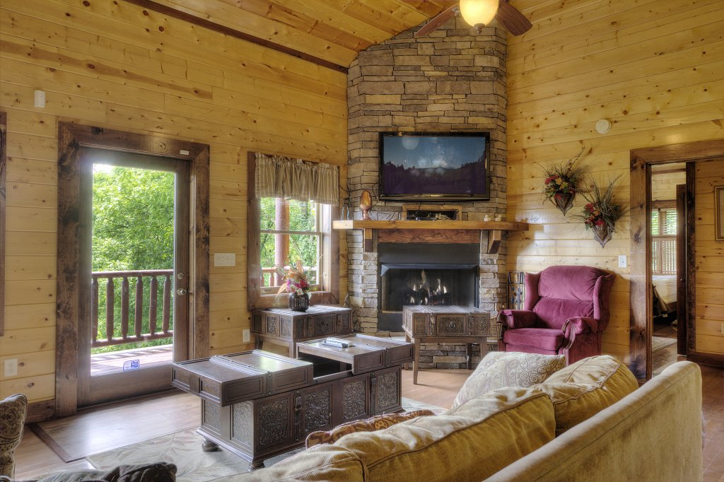 Photo of a Gatlinburg Cabin named Mystical Creek Pool Lodge #600 - This is the forty-eighth photo in the set.