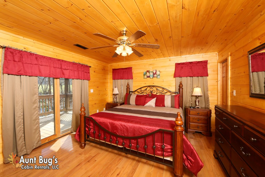 Photo of a Gatlinburg Cabin named Heavenly Creekside #276 - This is the eighth photo in the set.
