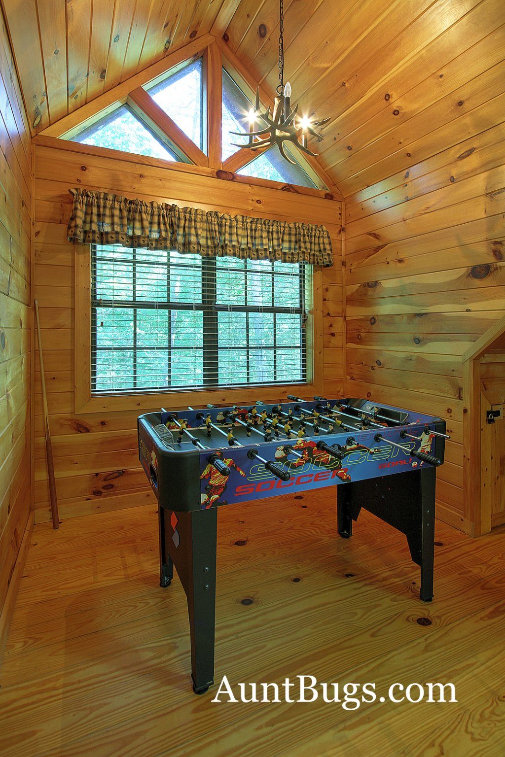 Photo of a Gatlinburg Cabin named Shamrock Lodge #215 - This is the third photo in the set.