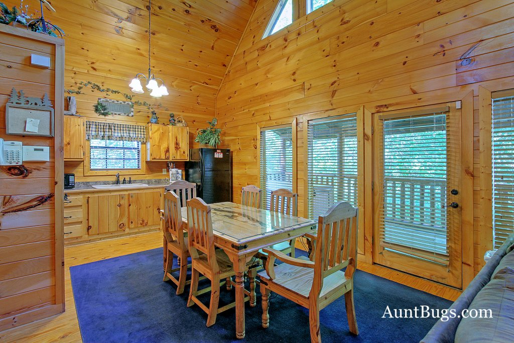 Photo of a Gatlinburg Cabin named Shamrock Lodge #215 - This is the twenty-second photo in the set.