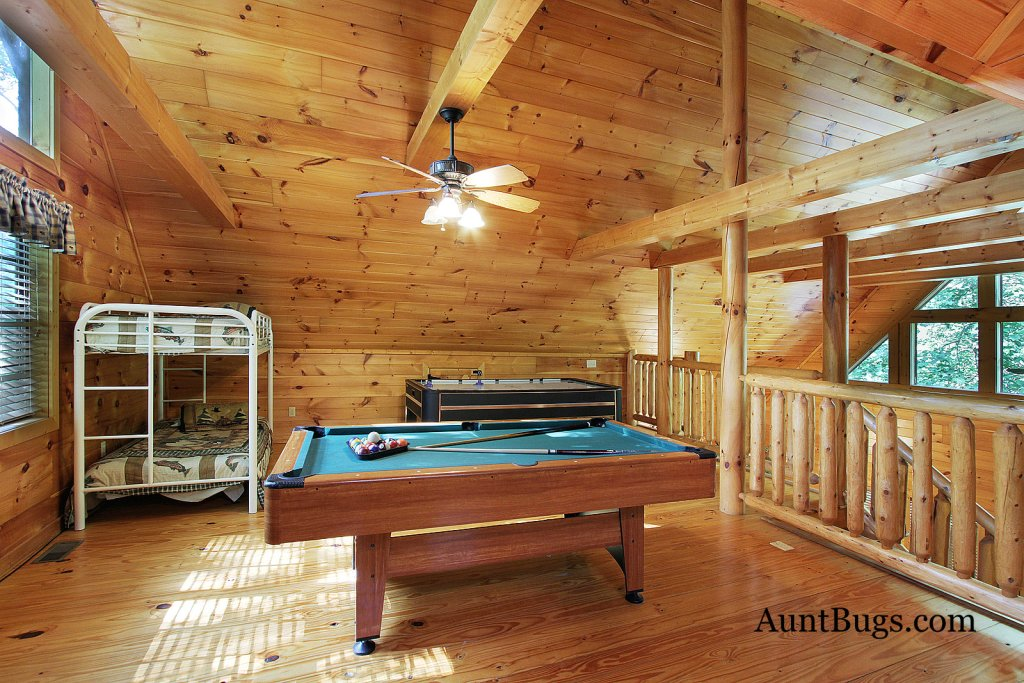 Photo of a Gatlinburg Cabin named Shamrock Lodge #215 - This is the fifteenth photo in the set.