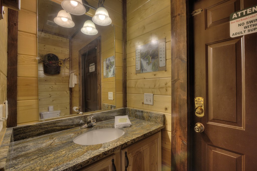 Photo of a Gatlinburg Cabin named Mystical Creek Pool Lodge #600 - This is the sixty-sixth photo in the set.