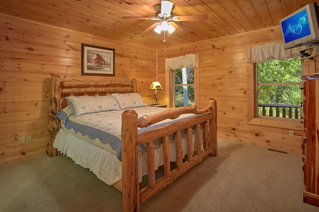 Photo of a Gatlinburg Cabin named Splash Mansion #500 - This is the thirty-eighth photo in the set.
