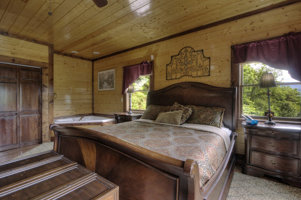 Photo of a Gatlinburg Cabin named Mystical Creek Pool Lodge #600 - This is the forty-ninth photo in the set.