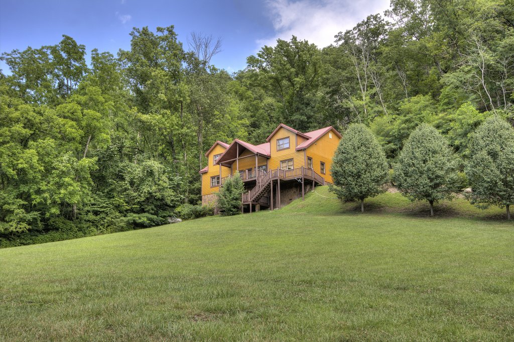 Photo of a Gatlinburg Cabin named Mystical Creek Pool Lodge #600 - This is the twenty-ninth photo in the set.