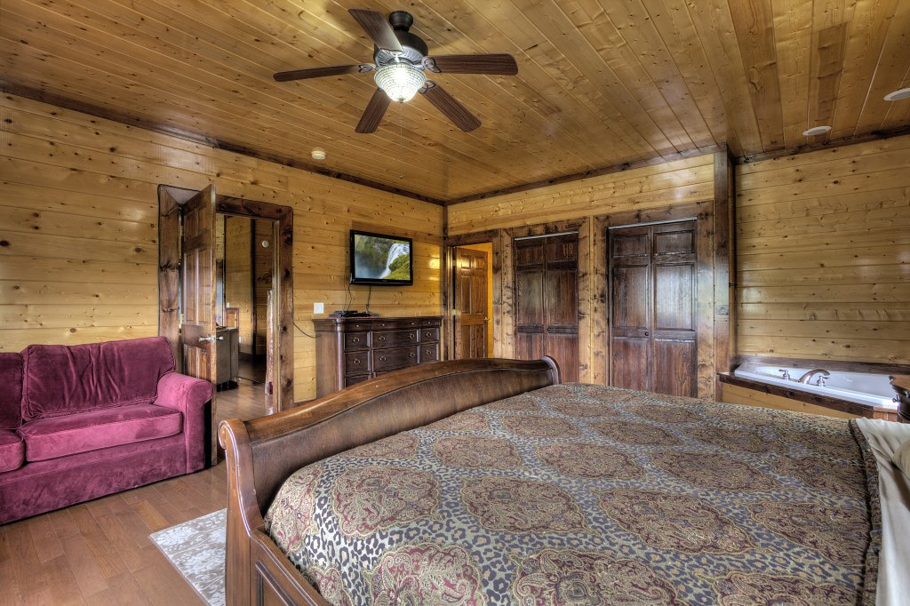Photo of a Gatlinburg Cabin named Mystical Creek Pool Lodge #600 - This is the fifty-first photo in the set.
