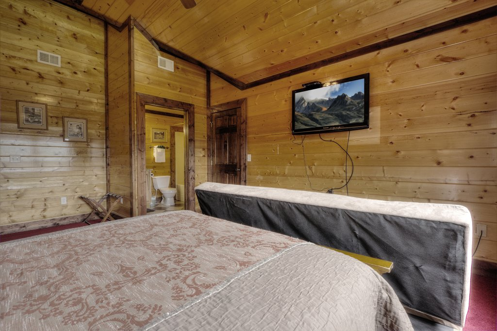 Photo of a Gatlinburg Cabin named Mystical Creek Pool Lodge #600 - This is the twenty-sixth photo in the set.