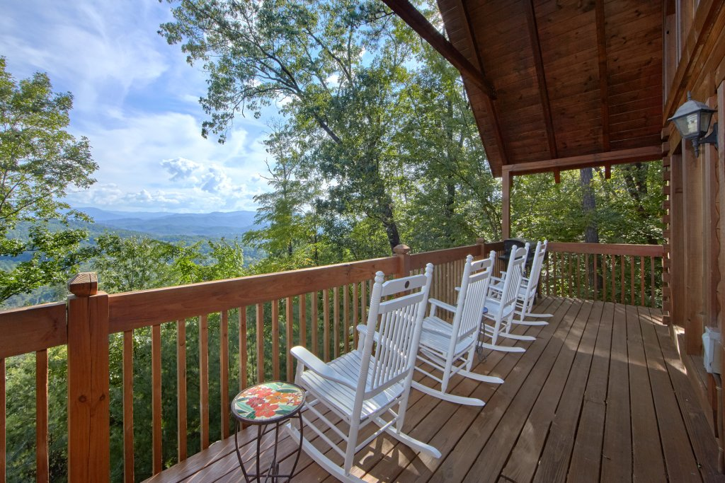 Photo of a Pigeon Forge Cabin named A View For All Seasons #405 - This is the tenth photo in the set.