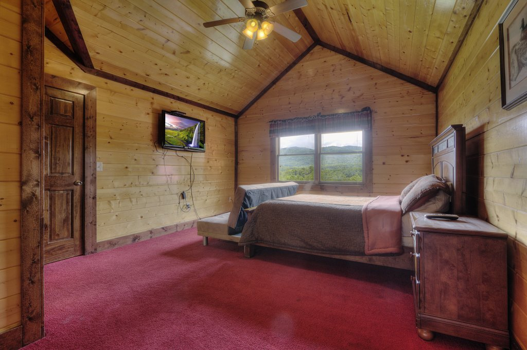 Photo of a Gatlinburg Cabin named Mystical Creek Pool Lodge #600 - This is the fortieth photo in the set.