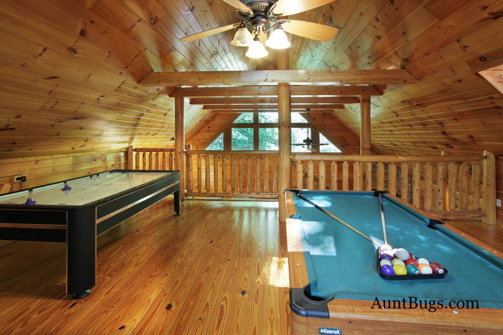 Photo of a Gatlinburg Cabin named Shamrock Lodge #215 - This is the thirteenth photo in the set.