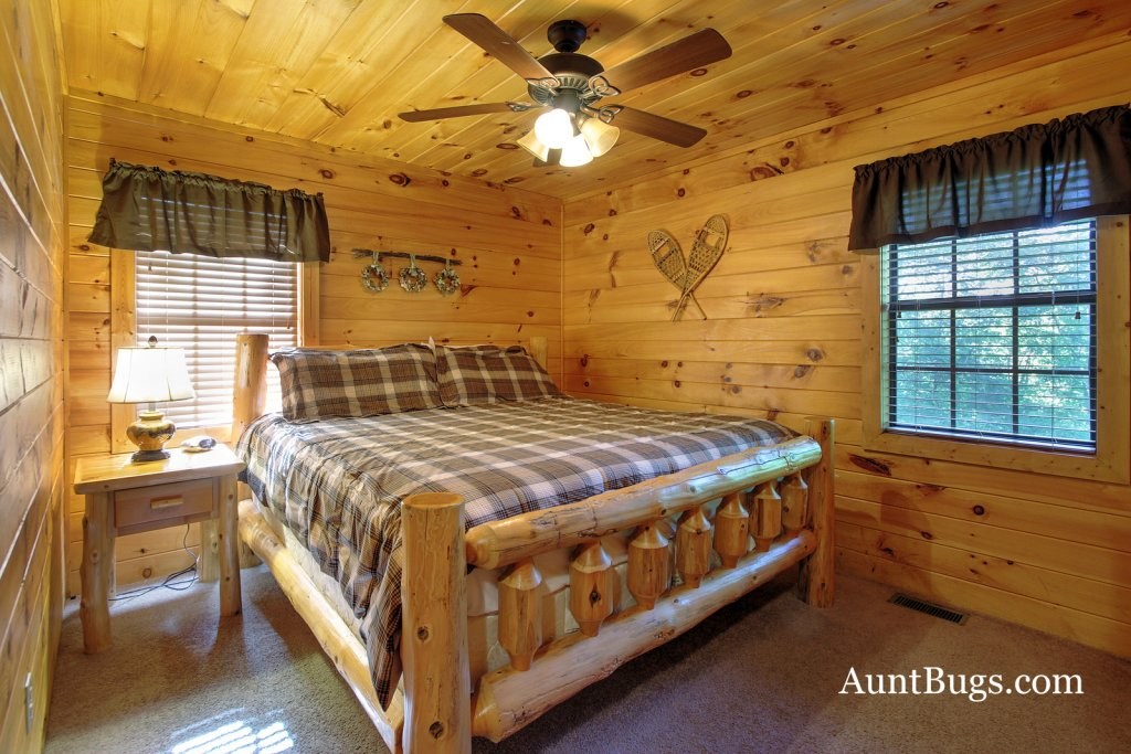 Photo of a Gatlinburg Cabin named Shamrock Lodge #215 - This is the nineteenth photo in the set.