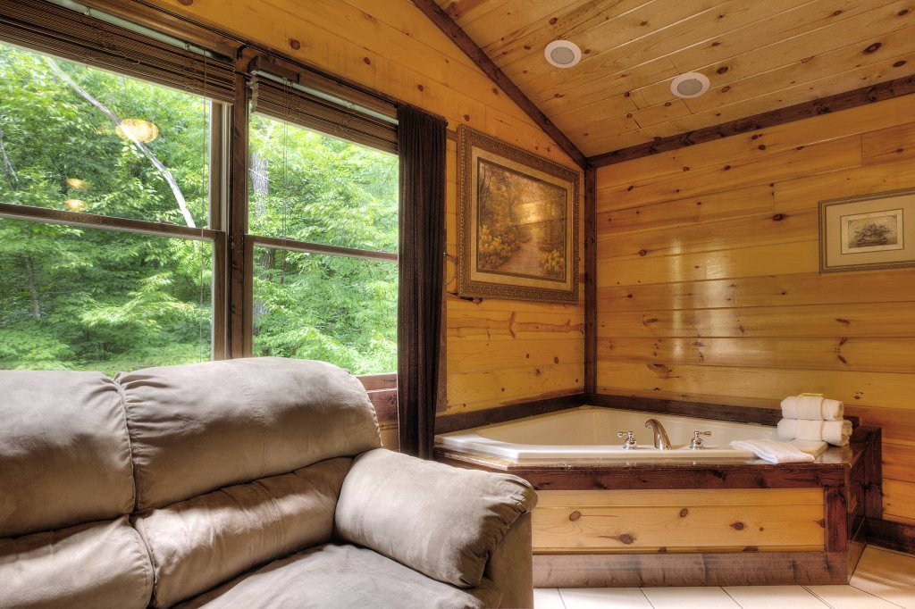 Photo of a Gatlinburg Cabin named Mystical Creek Pool Lodge #600 - This is the thirty-seventh photo in the set.
