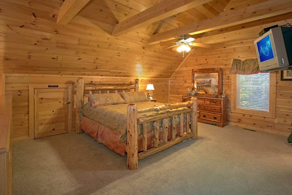 Photo of a Gatlinburg Cabin named Splash Mansion #500 - This is the thirty-second photo in the set.