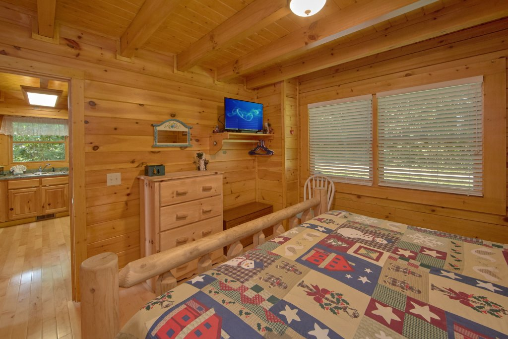 Photo of a Pigeon Forge Cabin named A View For All Seasons #405 - This is the fourteenth photo in the set.