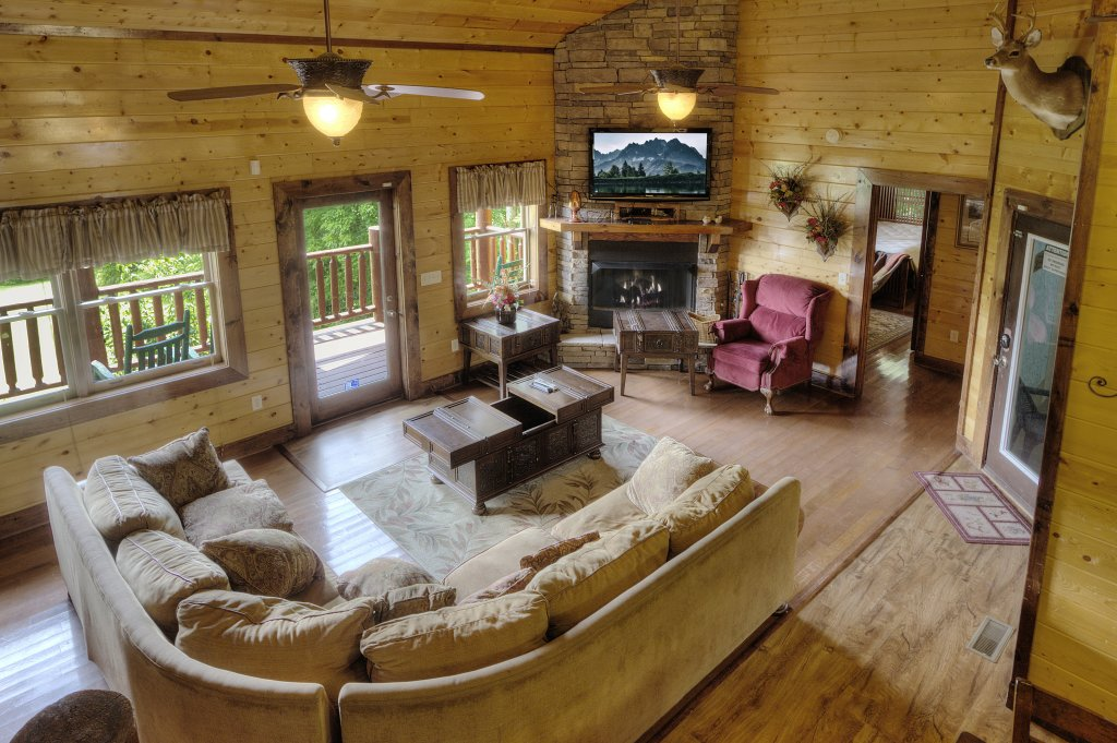 Photo of a Gatlinburg Cabin named Mystical Creek Pool Lodge #600 - This is the forty-seventh photo in the set.