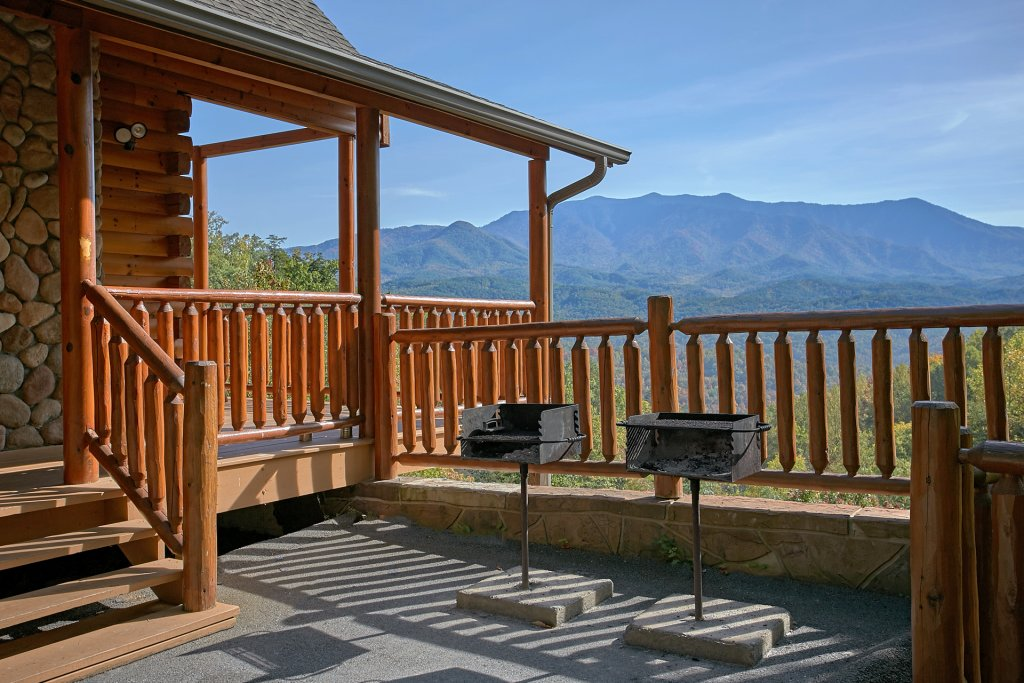 Photo of a Gatlinburg Cabin named Splash Mansion #500 - This is the twenty-ninth photo in the set.