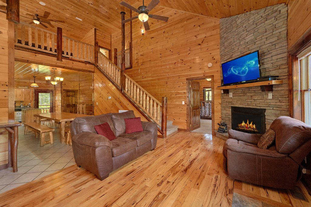 Photo of a Gatlinburg Cabin named Uwoduhi Pool Lodge - This is the eighteenth photo in the set.