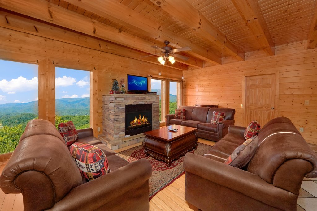 Photo of a Pigeon Forge Cabin named Home Theater Lodge - This is the fifteenth photo in the set.