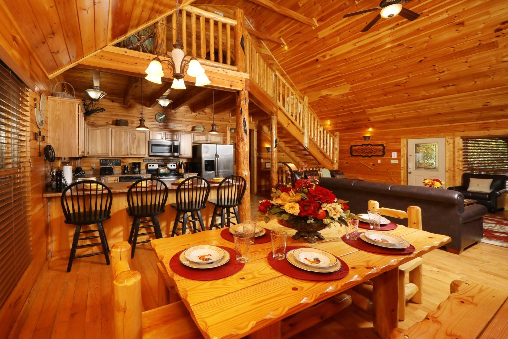 Photo of a Pigeon Forge Cabin named Smoky Bear Manor - This is the forty-first photo in the set.
