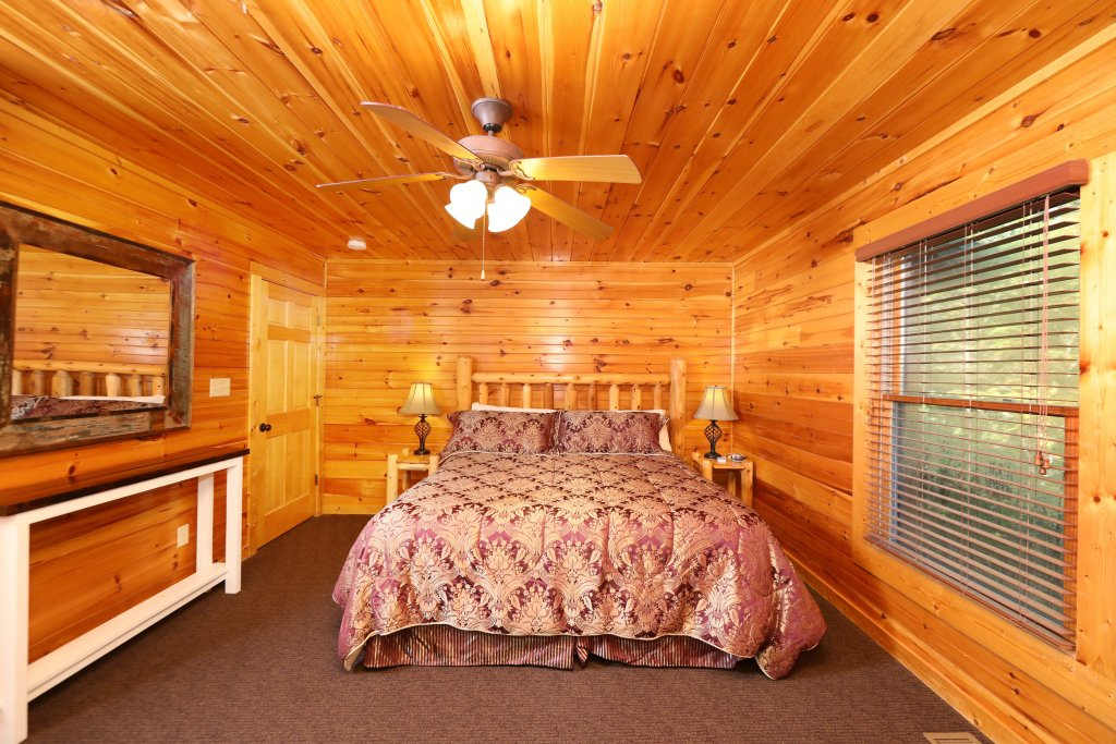 Photo of a Pigeon Forge Cabin named Smoky Bear Manor - This is the sixteenth photo in the set.