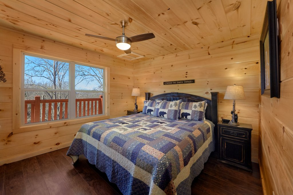 Photo of a Pigeon Forge Cabin named Alpine Pool Lodge - This is the forty-first photo in the set.