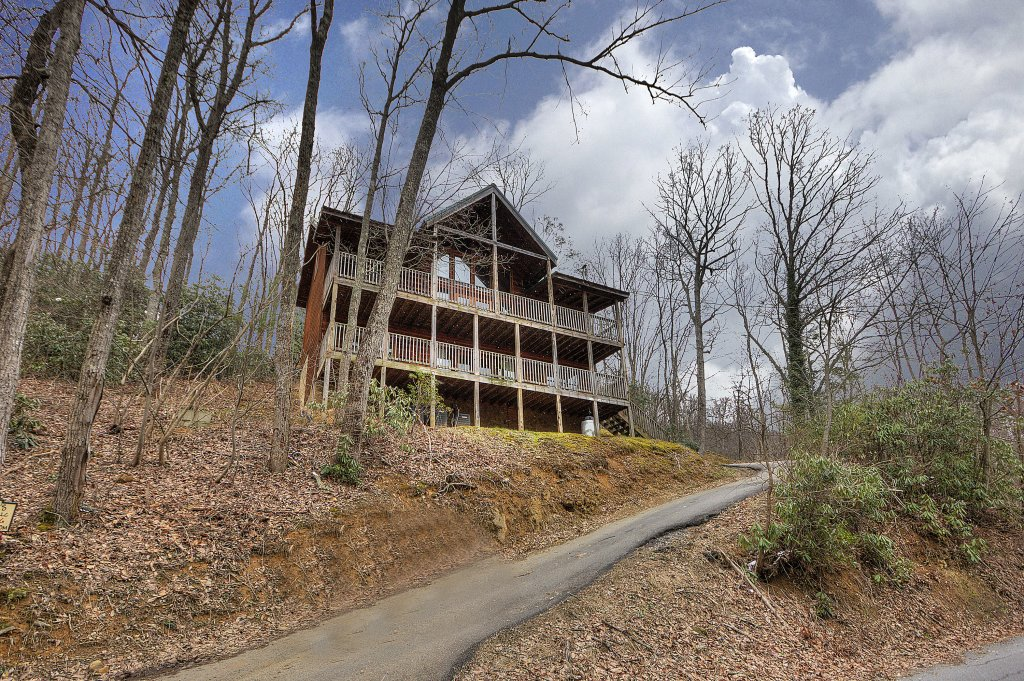Photo of a Gatlinburg Cabin named Above It All  #446 - This is the forty-third photo in the set.