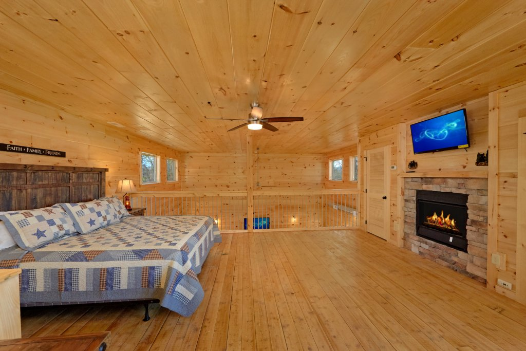 Photo of a Pigeon Forge Cabin named Alpine Pool Lodge - This is the fifty-first photo in the set.