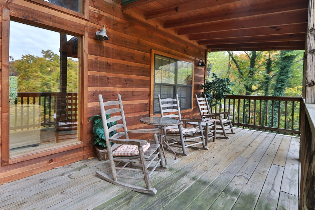 Photo of a Gatlinburg Cabin named Above It All  #446 - This is the sixteenth photo in the set.