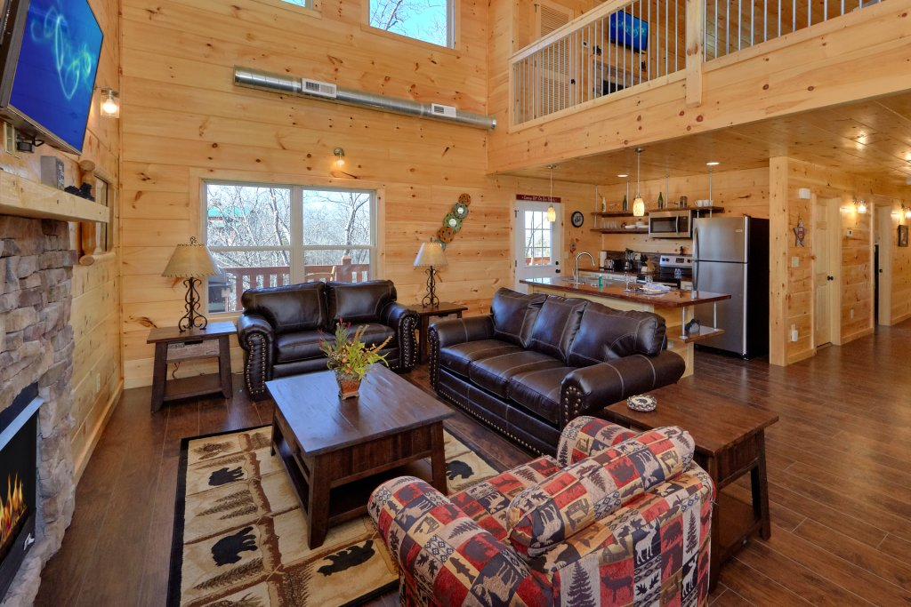 Photo of a Pigeon Forge Cabin named Alpine Pool Lodge - This is the forty-sixth photo in the set.