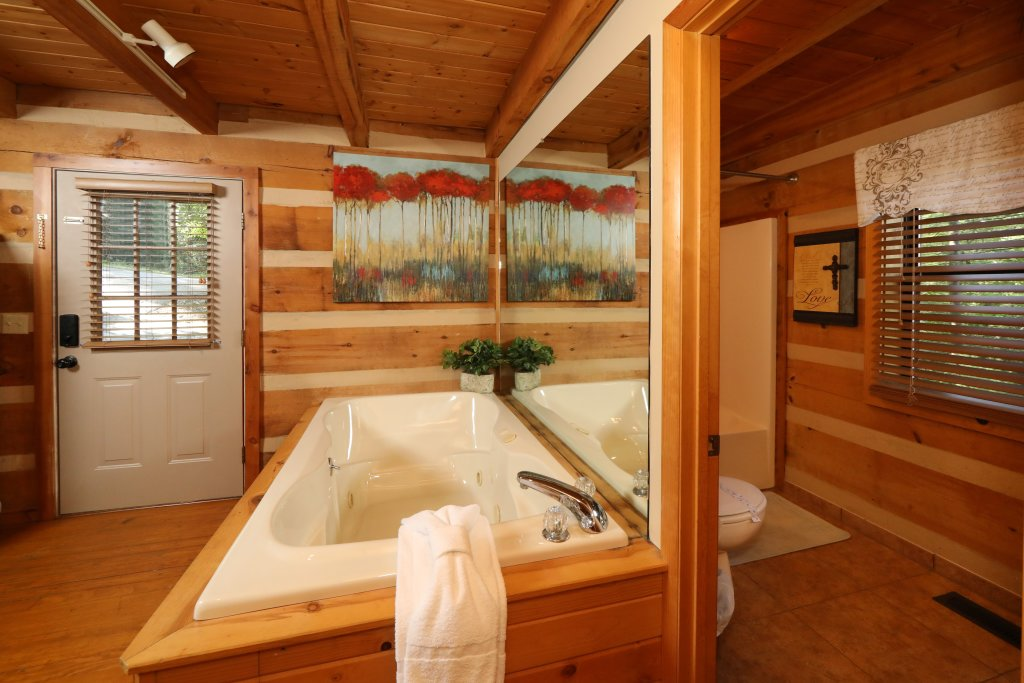 Photo of a Gatlinburg Cabin named Sweet Serenity - This is the thirteenth photo in the set.