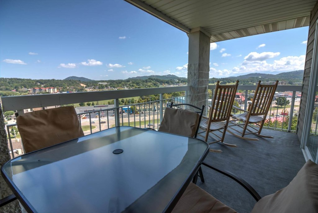 Photo of a Pigeon Forge Condo named Whispering Pines 251 - This is the second photo in the set.