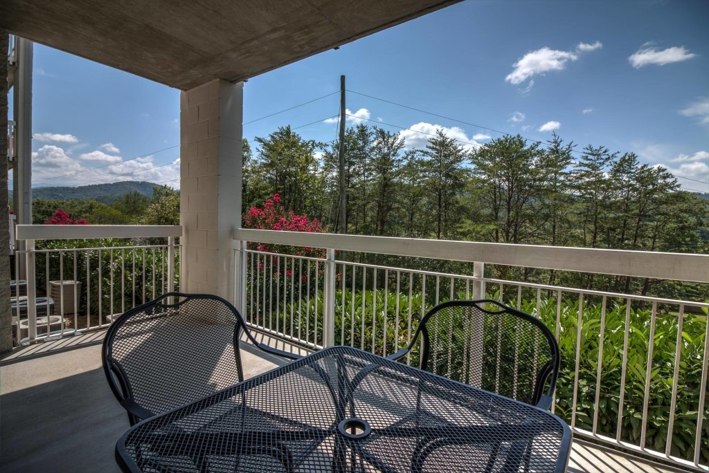 Photo of a Pigeon Forge Condo named Whispering Pines 612 - This is the third photo in the set.