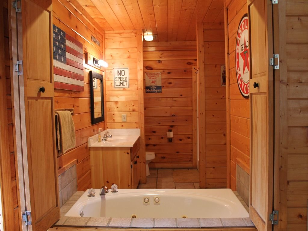 Photo of a Pigeon Forge Cabin named Creekside Dreams - This is the twelfth photo in the set.