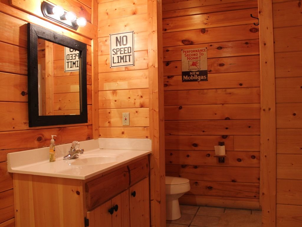 Photo of a Pigeon Forge Cabin named Creekside Dreams - This is the thirteenth photo in the set.