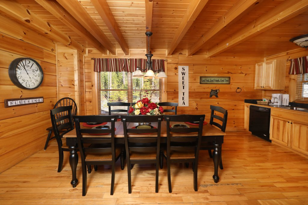 Photo of a Pigeon Forge Cabin named Mountain Blessings - This is the thirty-ninth photo in the set.