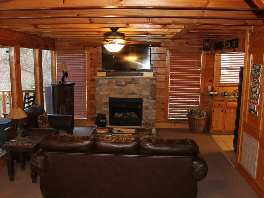 Photo of a Pigeon Forge Cabin named Creekside Dreams - This is the sixth photo in the set.