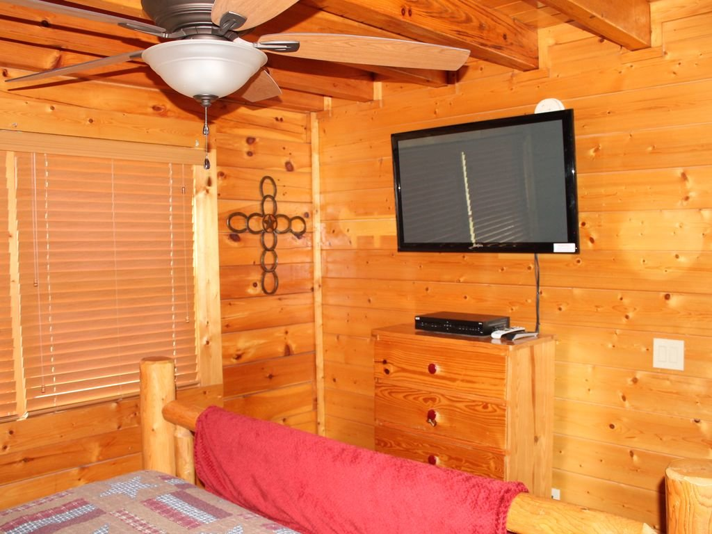 Photo of a Pigeon Forge Cabin named Creekside Dreams - This is the eleventh photo in the set.
