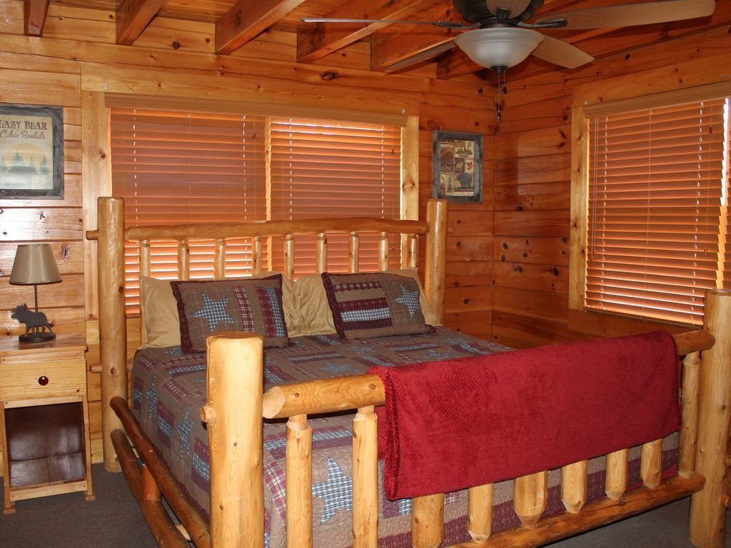 Photo of a Pigeon Forge Cabin named Creekside Dreams - This is the fourteenth photo in the set.